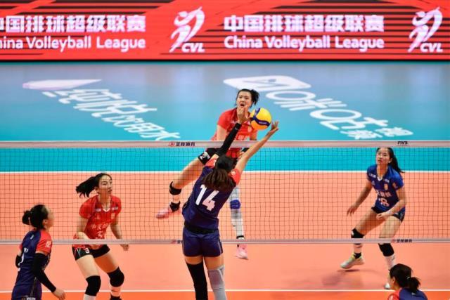 """学习弘扬""""女排精神""""——我校学子现场观摩中国女排超级联赛"""