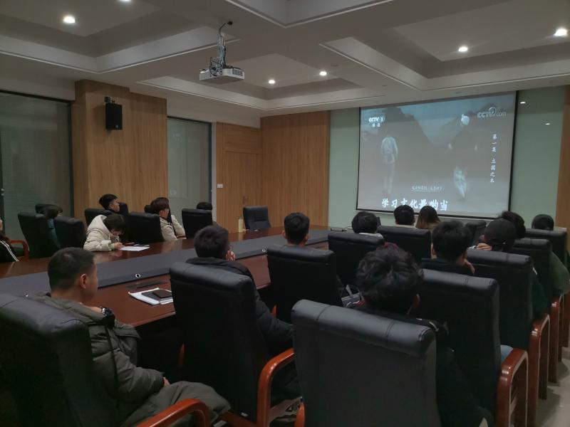 智造学院组织观看纪录片《教育强国》