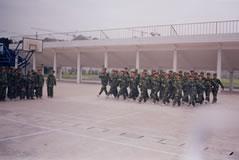 我校新生军训结束