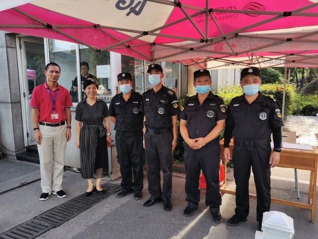 潘玉琴副校长走访慰问暑期在岗一线员工