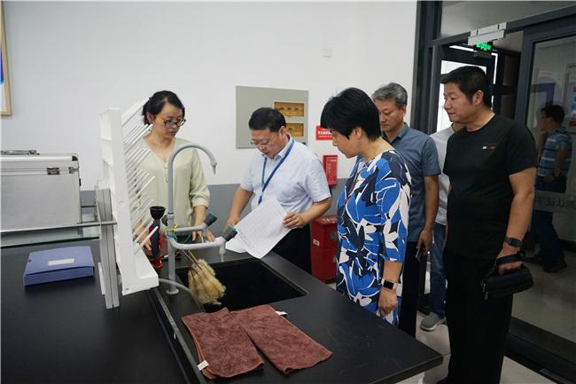 学校开展实验实训室危化品和危废物安全专项检查工作