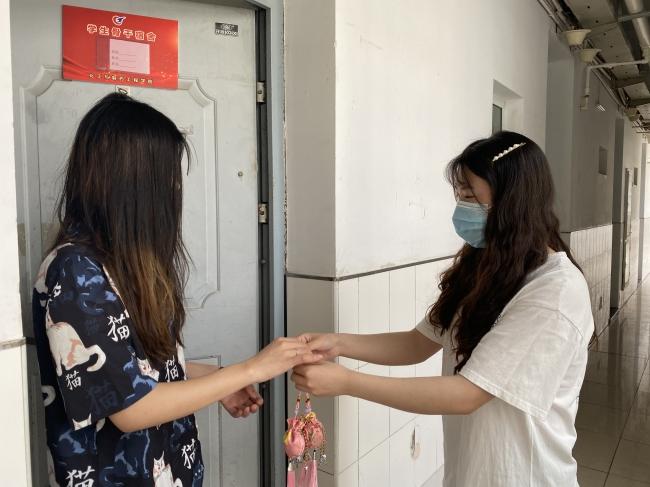 共度端午节,传承爱国情——化工学院给在校学生送温暖